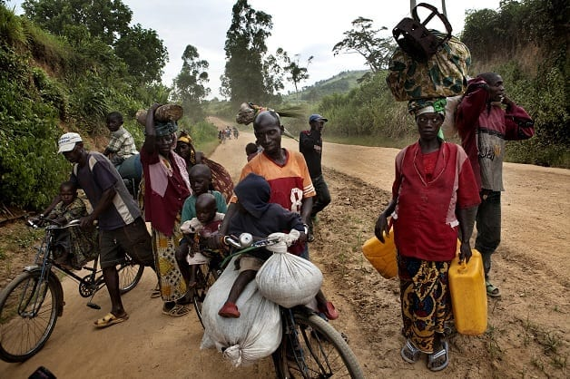 Displaced flee from Rutshuru towards Goma as the town is attacked by rebel forces
