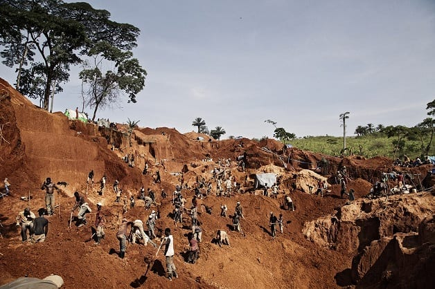 Miners work to extract soil and rocks from the large 500 meter pit in Baru, Mongbwalu. The gold in this valley was discovered in November 2012 and since then thousands of workers and traders and soldiers have arrived to look for their fortune. The owner of the land has sold his land in sections of 3 meters by 6 meters for 250 USD each section. Access to Gold has been the main reason for the conflict in ituri province. Fixer Pastor Marrion Pudongo +243999836650 marrionudongo@yahoo.fr